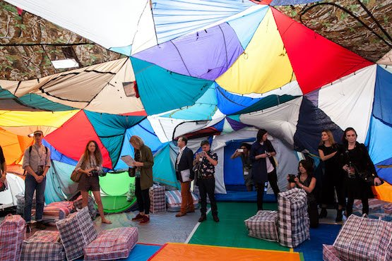 Keg de Souza, We Built This City, 2016. Tents, tarps, hessian sacks, piping, plaid laundry bags, various found and recycled materials, dialogue, tour program, dimensions variable. Exhibition view of the 20th Biennale of Sydney (2016). Courtesy the artist. Created for the 20th Biennale of Sydney.