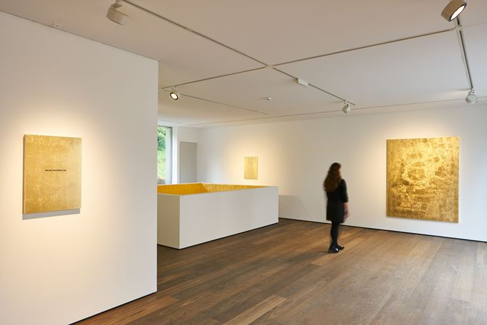 Exhibition view: Stefan Brüggemann, UNTITLED ACTION (GOLD PAINTINGS), Hauser & Wirth, St. Moritz (11 July–30 August 2020). © Stefan Brüggemann. Courtesy the artist and Hauser & Wirth. Photo: Jon Etter.