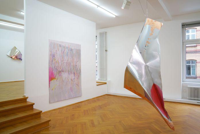 Exhibition view: Myriam Holme, glanz, kartografiert,Bernhard Knaus Fine Art, Frankfurt (3 September–6 November 2021). CourtesyBernhard Knaus Fine Art.