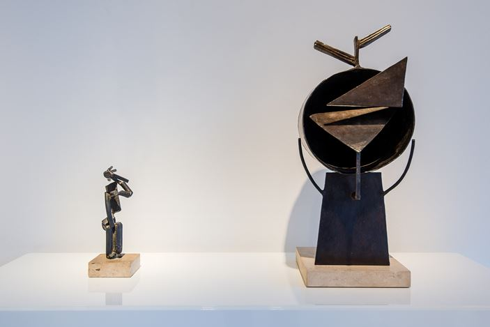 Exhibition view: Group Exhibition,From Surface to Space: 100 Years of Sculpture, Relief and Collage, Galerie Gmurzynska, Zürich (9 October 2017–31 March 2018). Courtesy the artists and Galerie Gmurzynska.