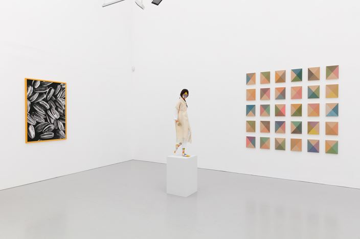 Exhibition view: Group exhibition, Things that soak you, Kate MacGarry, London (2 June–15 July 2017). Courtesy Kate MacGarry.