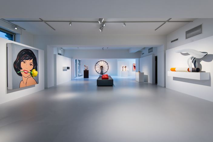 Exhibition view: Group Exhibition,From Surface to Space: 100 Years of Sculpture, Relief and Collage,Galerie Gmurzynska, Zurich, (9 October 2017–31 March 2018). Courtesy the artists and Galerie Gmurzynska.