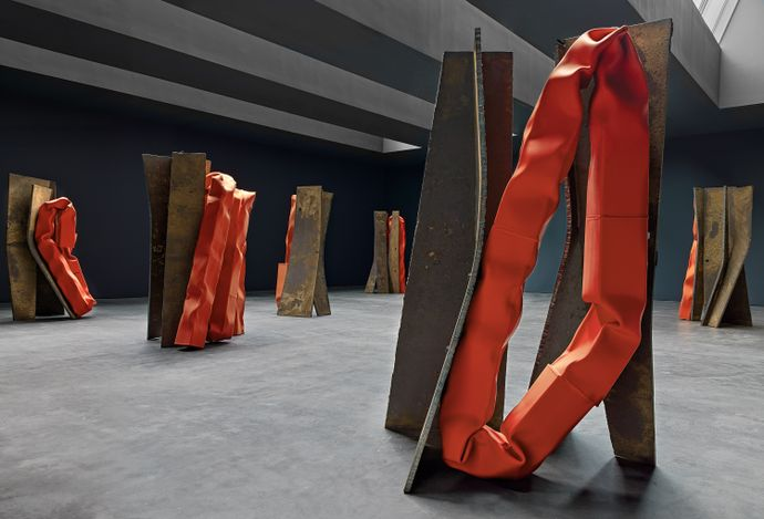 Exhibition view: Carol Bove,Chimes at Midnight, David Zwirner, 20th Street, New York (29 April–19 June 2021). Courtesy David Zwirner.