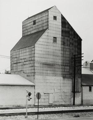 Getreidesilo, Sandusky, Ohio, USA by Bernd & Hilla Becher contemporary artwork