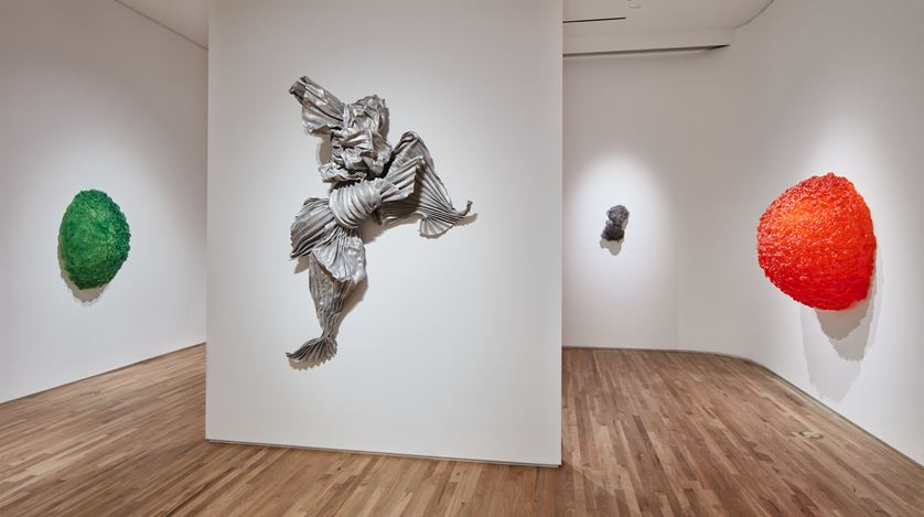 Exhibition view: Lynda Benglis, LYNDA BENGLIS, Pace Gallery, Palo Alto (21 August–23 October 2019). Courtesy Pace Gallery.