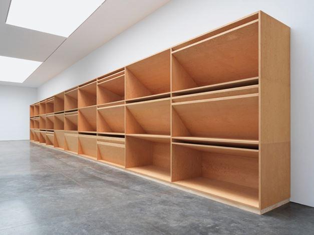 Donald Judd,untitled(1980). Plywood. 12 x 80 x 4 feet / 3.7 x 24.4 x 1.2 m. © 2020 Judd Foundation/Artists Rights Society (ARS), New York. Courtesy Gagosian. Photo: Rob McKeever.