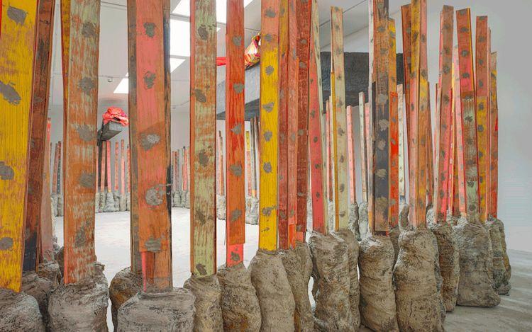 Exhibition view: PhyllidaBarlow, GIG (2014). © Phyllida Barlow. Courtesy Hauser & Wirth. Photo: Alex Defanne.