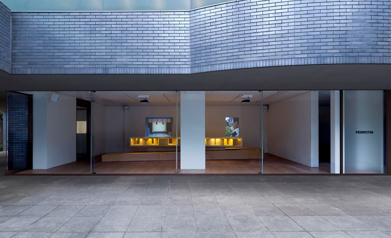Exhibition view: Lee Mingwei, The Tourist, Perrotin, Tokyo (15 May–26 June 2019). © Lee Mingwei and Perrotin. Courtesy the artist and Perrotin. Photo: Kei Okano.