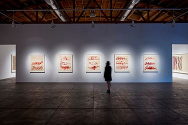 Exhibition view: Louise Bourgeois, Louise Bourgeois. The Red Sky, Hauser & Wirth Los Angeles (17 February–20 May 2018) © The Easton Foundation/VAGA, NY. Courtesy Hauser & Wirth. Photo: Mario de Lopez.