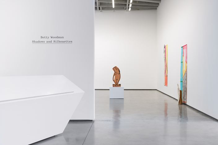 Exhibition view: Betty Woodman, Shadows and Silhouettes, David Kordansky Gallery, Los Angeles (27 June–24 August). Courtesy Charles Woodman / The Estate of Betty Woodman and David Kordansky Gallery. Photo: Jeff McLane.