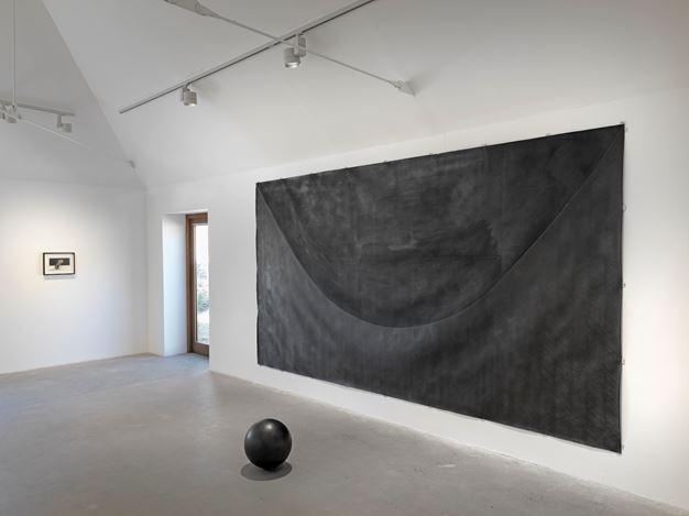 Exhibition view: Takesada Matsutani, drop in time, Hauser & Wirth, Somerset (29 September 2018–1 January 2019). © Takesada Matsutani. Courtesy the artist and Hauser & Wirth. Photo: Ken Adlard.