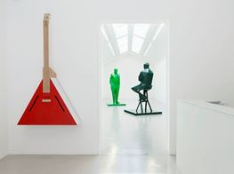 "Xavier Veilhan<br><em>Flying V</em><br><span class=""oc-gallery"">Perrotin</span>"