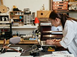 Who is Audemars Piguet Art Commission Winner Phoebe Hui?