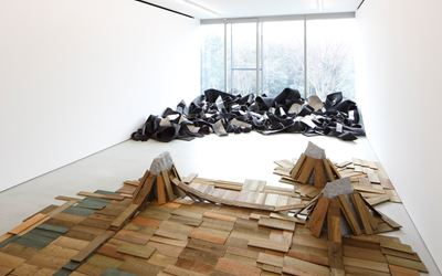 Robert Morris and Kishio SugaExhibition view, 2016Blum & Poe, TokyoPhoto: Keizo KiokuCourtesy of the artists and Blum & Poe, Los Angeles/New York/Tokyo