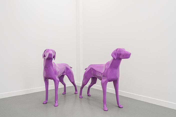 Exhibition view: Xavier Veilhan, Dogs, Andréhn-Schiptjenko, Paris (Summer 2020). CourtesyAndréhn-Schiptjenko. Photo: © C. Maignien.