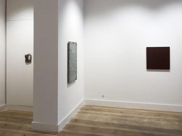 Exhibition view: Group exhibition, Joseph Marioni, Michael Toenges, Peter Tollens: Three Painters, Galerie Albrecht, Berlin (31 July–25 September 2021). CourtesyGalerie Albrecht.
