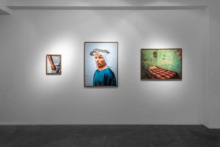 Exhibition view: Pieter Hugo, La Cucaracha, Huxley-Parlour, London (19 February–14 March 2020). Courtesy Huxley-Parlour.